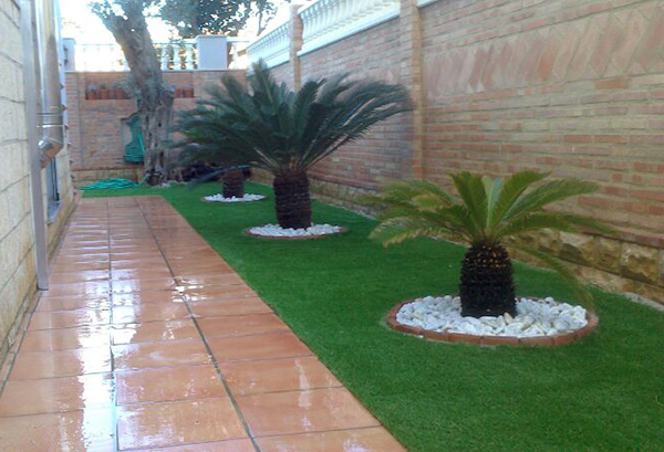 Jardines con cesped artificial cheap csped artificial en for Tipos de jardines